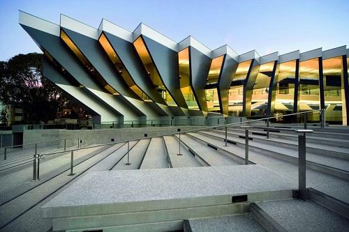 Hình 1: Đại học quốc gia Úc (ANU)