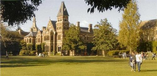 Hình 2: Đại học Melbourne