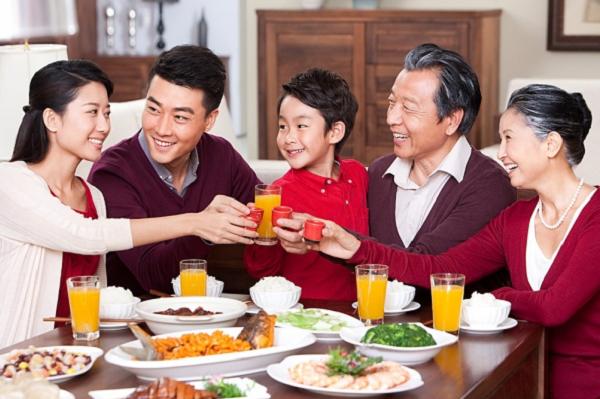 Bữa cơm gia đình ấm áp yêu thương