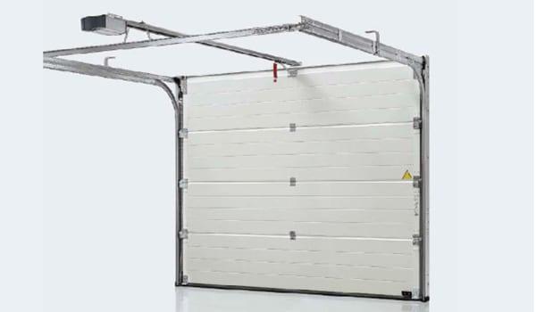 Cửa cuốn trượt trần Overhead OV3 có hệ thống báo động, camera đảm bảo an toàn khi bạn sử dụng.