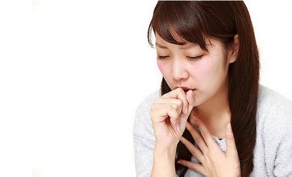 Khó thở, thở nhanh, thở khò khè là những triệu chứng của tình trạng giảm chỉ số SpO2