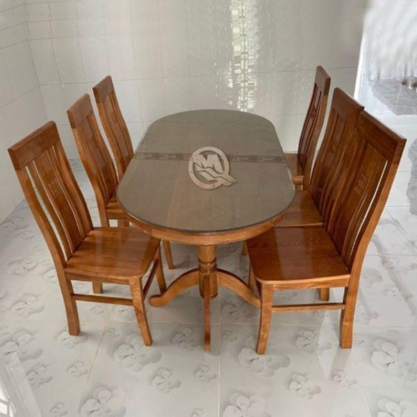 Bộ bàn ăn bằng gỗ sồi có thiết kế đơn giản