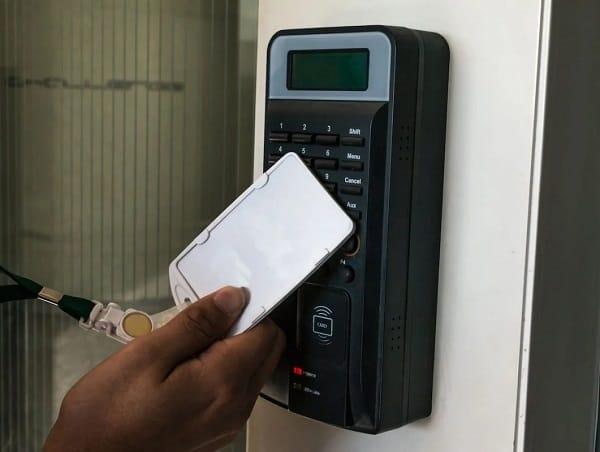 Công nghệ RFID trong chấm công